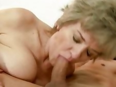 Sexual granny widens her lips round a stiff fuck pole