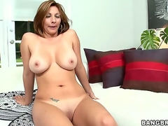 Smoking sexy milf Lisa is from Colombia, but she spends every 6 months in the USA where she gets her freak on and does stuff like letting strangers film her getting dirty...
