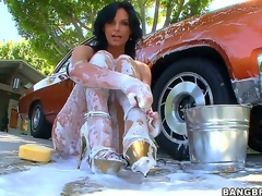 Watching sexy milf Phoenix Marie overspread head to toe in foam after washing her car is plan to make you grow an instant boner, but things receive even more good when she gets ass drilled!