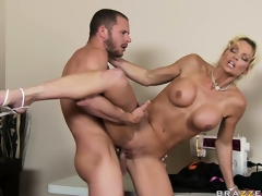 Lascivious blonde bitch is getting jacked by his unyielding rod and eats cum