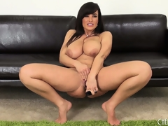 Voluptuous Milf Lisa Ann diddles and shows off her very fine body